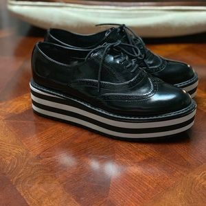 Aldo platforms Oxford shoes.